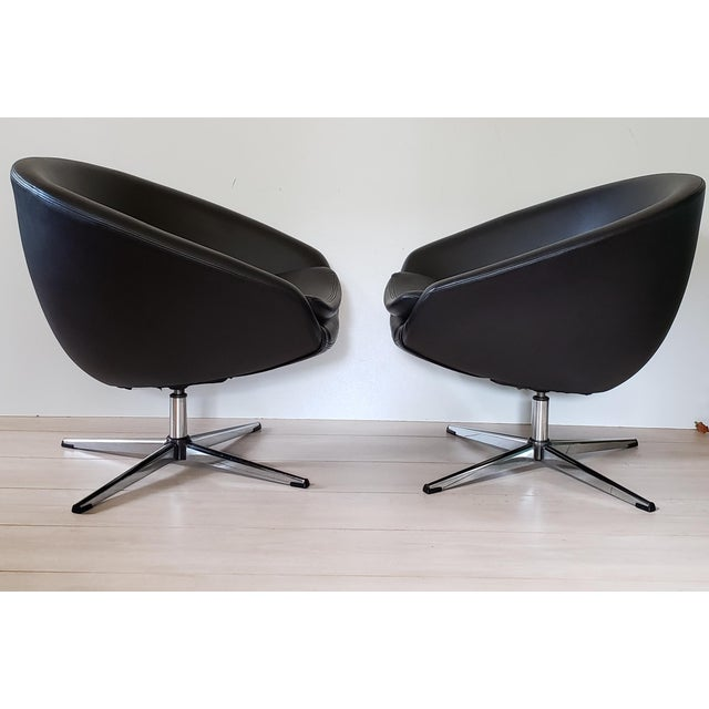 Mid-Century Modern 1970s Mid Century Modern Overman Swivel Pod Chairs - a Pair For Sale - Image 3 of 13