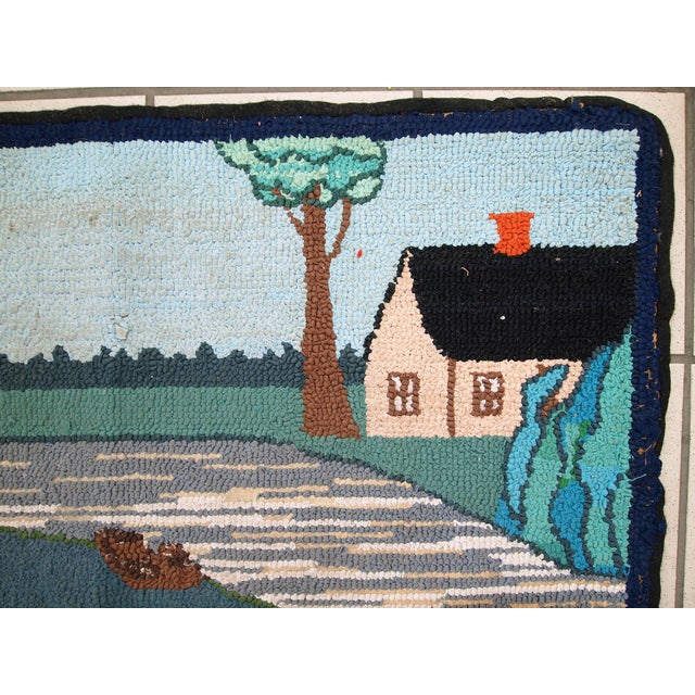 Handmade vintage American hooked rug in good condition. Made in a pictorial decorative design. On the image is a regular...