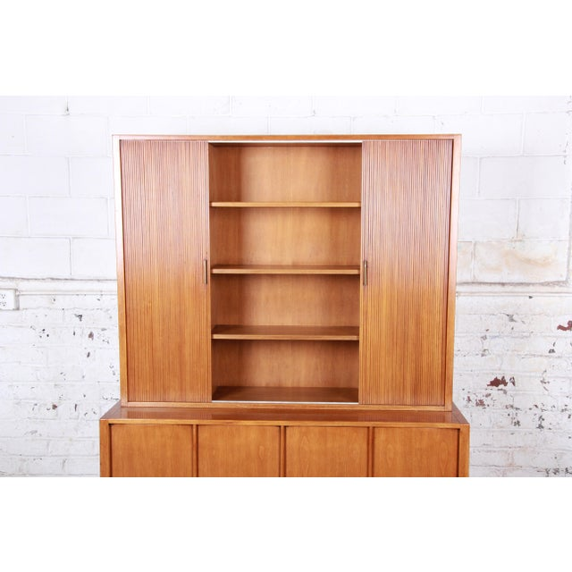1950s Sligh Mid-Century Modern Walnut Sideboard Credenza With Bookcase Hutch For Sale - Image 5 of 12