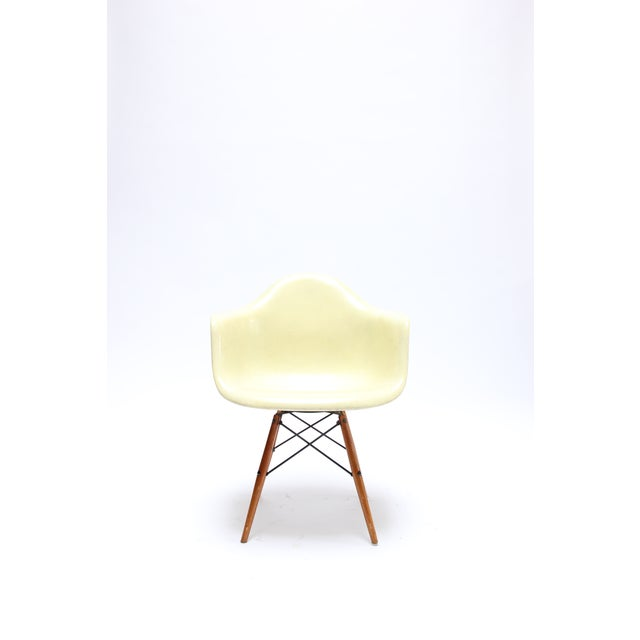 Vintage Eames PAW Swivel chair for Herman Miller. 1st generation rope edge production. This chair is still structurally...