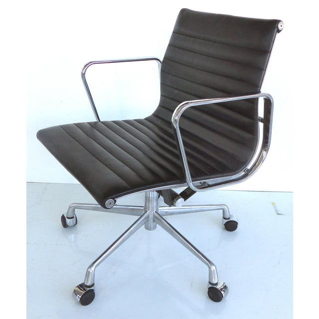 Mid-century Eames Herman Miller Aluminum Group Chair - Image 2 of 11