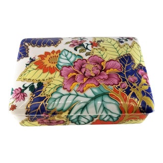 Vibrant Vintage Japanese Tobacco Leaf Covered Porcelain Box - Asian Ceramic Mid Century Modern Palm Beach Boho Chic Chinoiserie For Sale