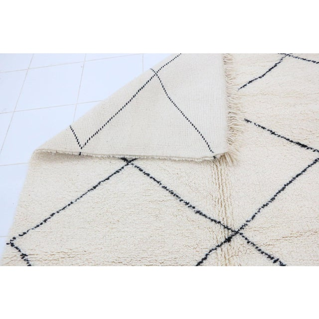 """2010s Contemporary Beni Ourain Vintage Moroccan Rug - 5'8"""" X 8'10"""" For Sale - Image 5 of 6"""