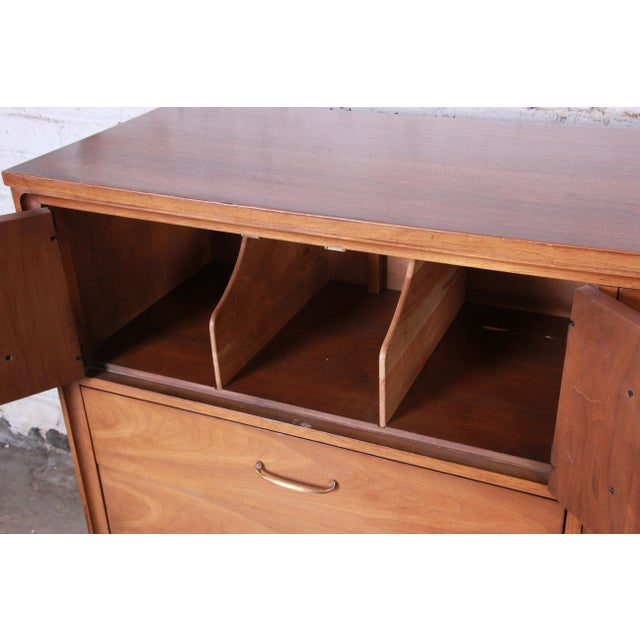 1960s Broyhill Premier Mid-Century Modern Magna Gentleman's Chest For Sale - Image 5 of 12
