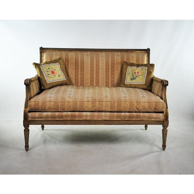 This beautiful antique Louis XVI style settee is sure to impress as a new addition to your entryway or parlor. It is...