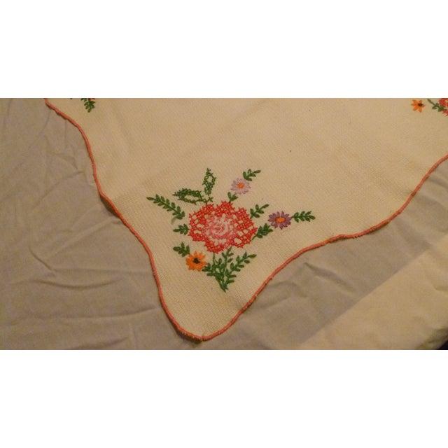 Vintage Linen Embroidered Handmade Topper Runner Bisquit Holder Bread For Sale In Atlanta - Image 6 of 9