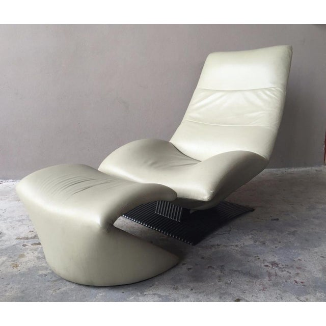 Modern 1990s Modernist Artifort Leather Chair and Ottoman - 2 Pieces For Sale - Image 3 of 10