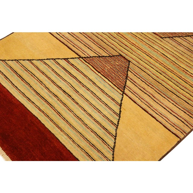 Shabby Chic Gabbeh Peshawar Cecil Tan/Red Hand-Knotted Wool Rug -3'0 X 5'1 For Sale In New York - Image 6 of 8