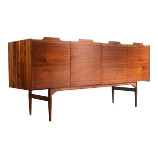 Stately John Keal for Brown Saltman Credenza / Buffet in Stunnning Walnut Grain For Sale