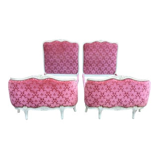 1920s Louis XV-Style Twin Painted Pink Beds - a Pair For Sale