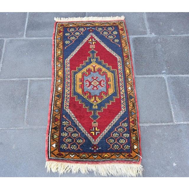Small oushak rug / wall hanging. Vintage Turkish handmade bath rug or doormat rug. Size: 96 x 48 cm -//- 38 x 19 inches...