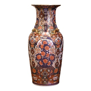 19th Century Chinese Family Rose Painted Porcelain Urn With Foo Dogs and Lizards For Sale
