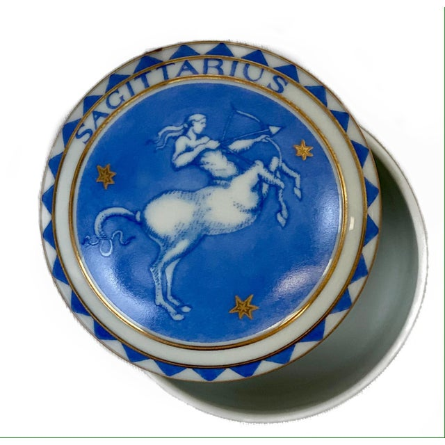 Mottahedeh Late 20th Century Vintage Sagittarius Zodiac Mottahedeh Trinket / Pill Box For Sale - Image 4 of 4