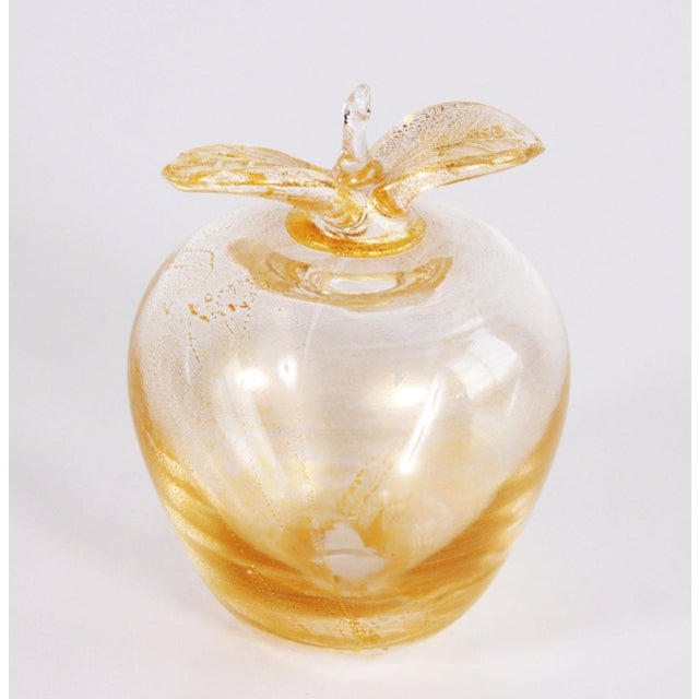 Hollywood Regency Vintage Murano Art Glass Gold Fleck Apple Paperweight For Sale - Image 3 of 7