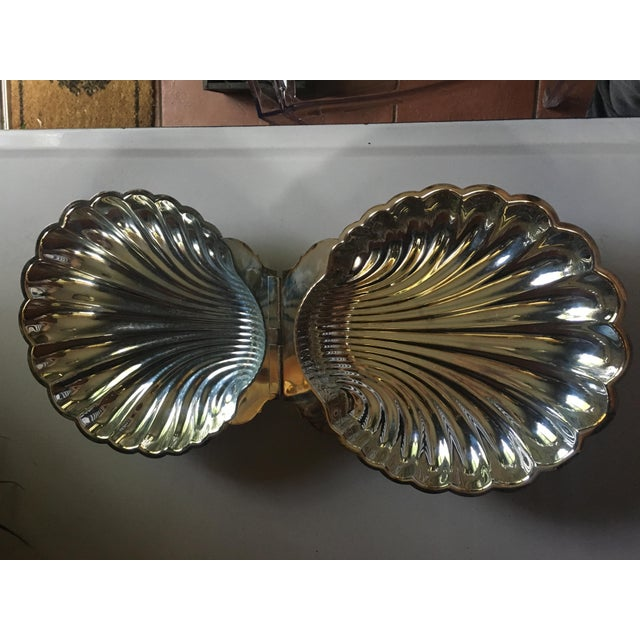If you really want to impress your next dinner guests, this will do the trick! A stunningly large clam shell designed,...