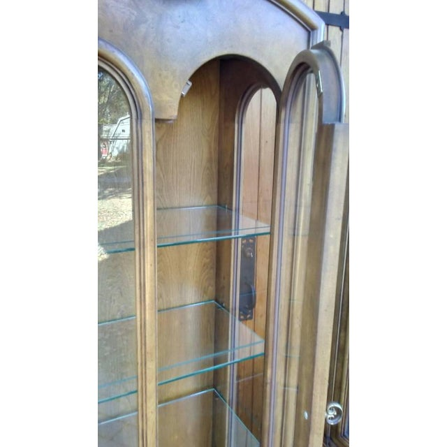 Mastercraft Regency Display Cabinets - A Pair - Image 8 of 10