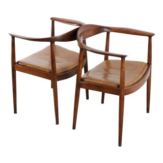 Set of Hans Wegner the Round Chair both in Oak For Sale