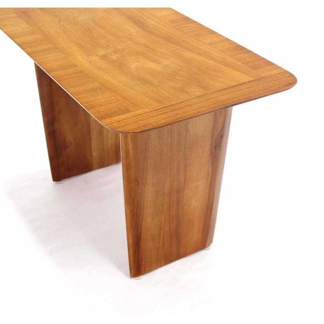 T.H. Robsjohn-Gibbings Widdicomb Banded Mid Century Modern Side Table Tapered Walnut Leg For Sale - Image 4 of 7
