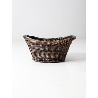 Antique Wicker Laundry Basket Preview