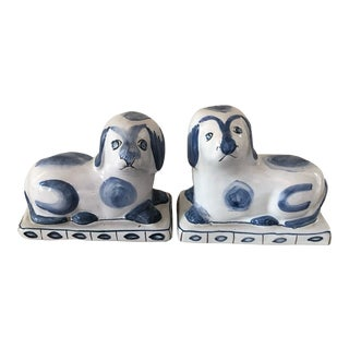 Vintage Blue & White Chinoiserie Chic Staffordshire Style Dog Bookends – a Pair For Sale