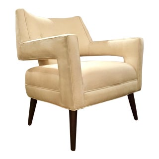 Mid-Century Modern Kravet White Pebble Vega Lounge Chair For Sale
