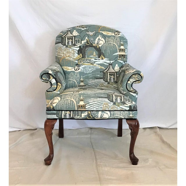 This beautifully proportioned armchair has been spectacularly re-upholstered in a Robert Allen linen chinoiserie toile in...