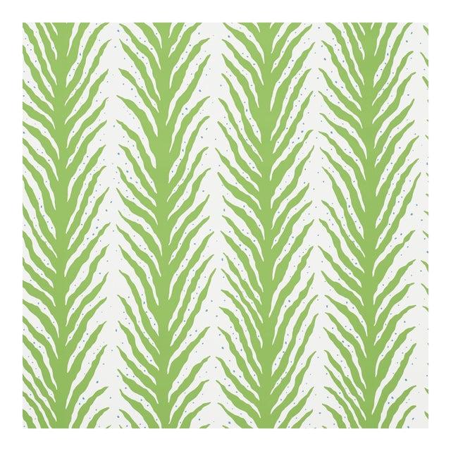 Sample - Schumacher X Celerie Kemble Creeping FernWallpaper in Moss For Sale