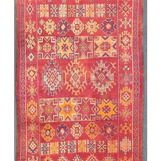 Moroccan Keivan Woven Arts, S12-0410, Vintage Mid-Century Moroccan Rug - 5′4″ × 10′ For Sale - Image 3 of 10