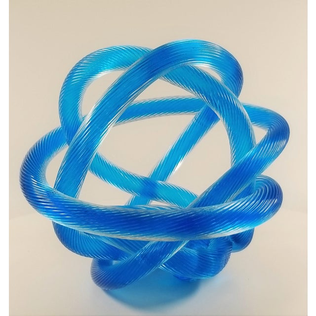 Offering a Licio Zanetti style Murano glass twisted rope knot sculpture. This sculpture is in the style of Zanetti and is...