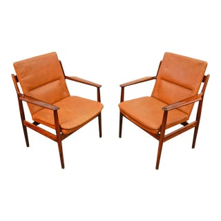 Pair of Arne Vodder for Sibast Lounge Chairs in Rosewood For Sale