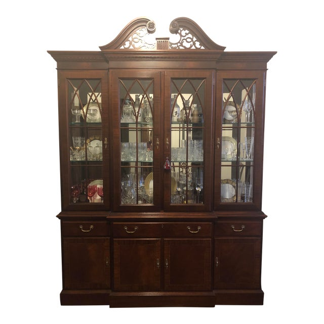 Ethan Allen Mahogany 18th Century Classics Collection Dining Room Breakfront China Cabinet For Sale