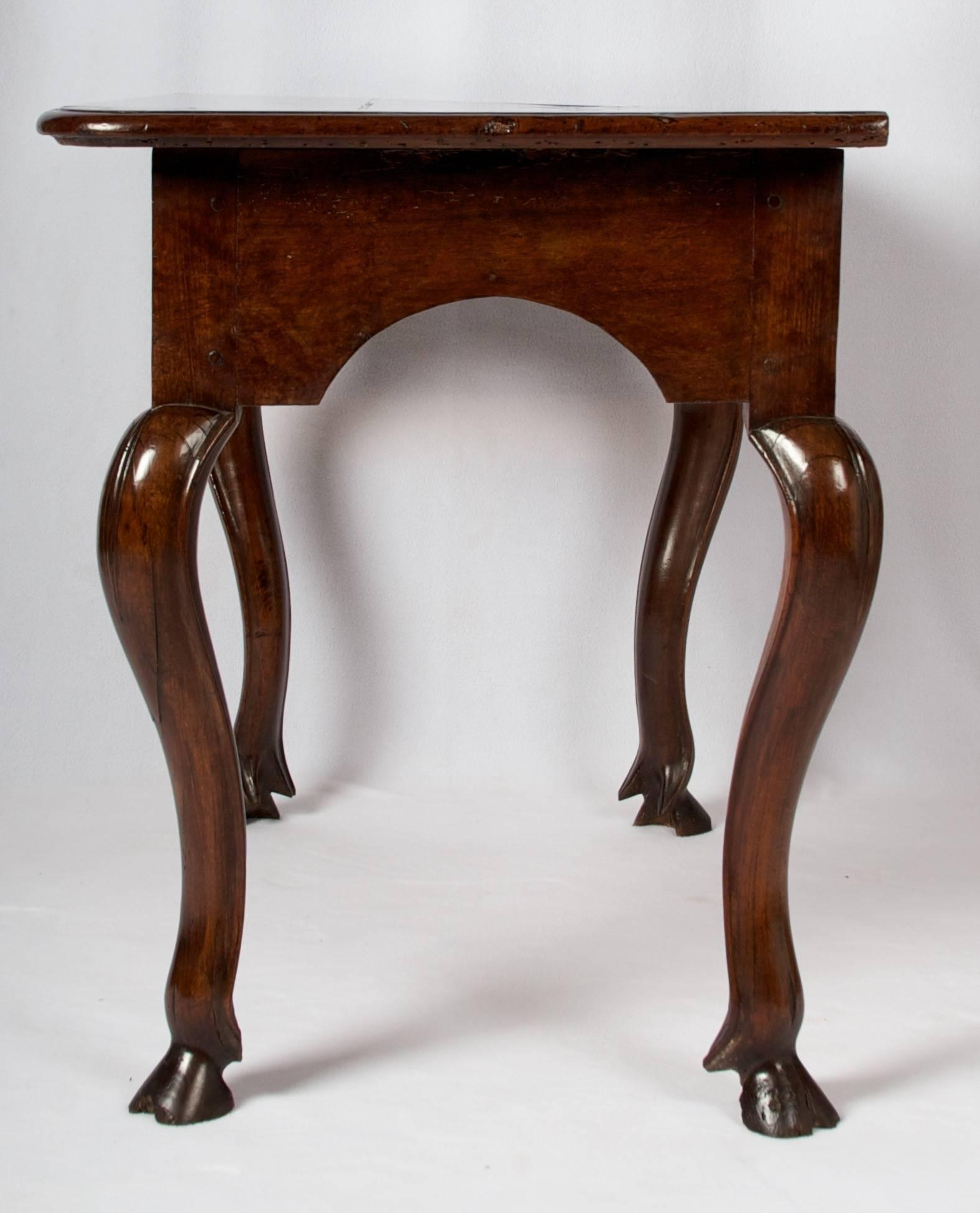 Charmant Baroque Early 18th Century Regence Period Side Table/ Desk  With One Drawer  For Sale