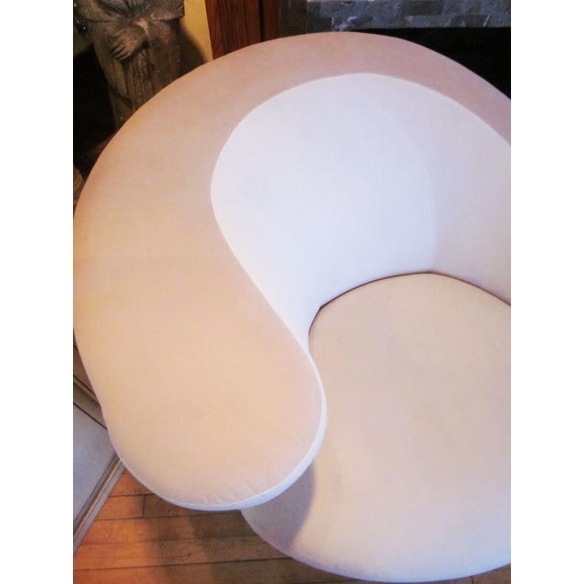 Vladimir Kagan 1980s Vintage Vladimir Kagan Nautilus Swivel Chairs- A Pair For Sale - Image 4 of 12