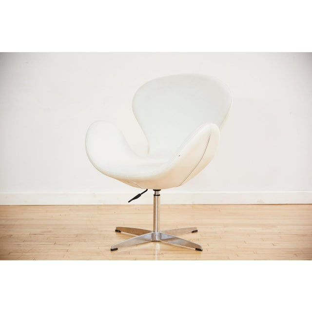 Very nice reproduction Swan chair with elegant proportions, adjustable height capabilities and 360 swivel. Upholstered in...
