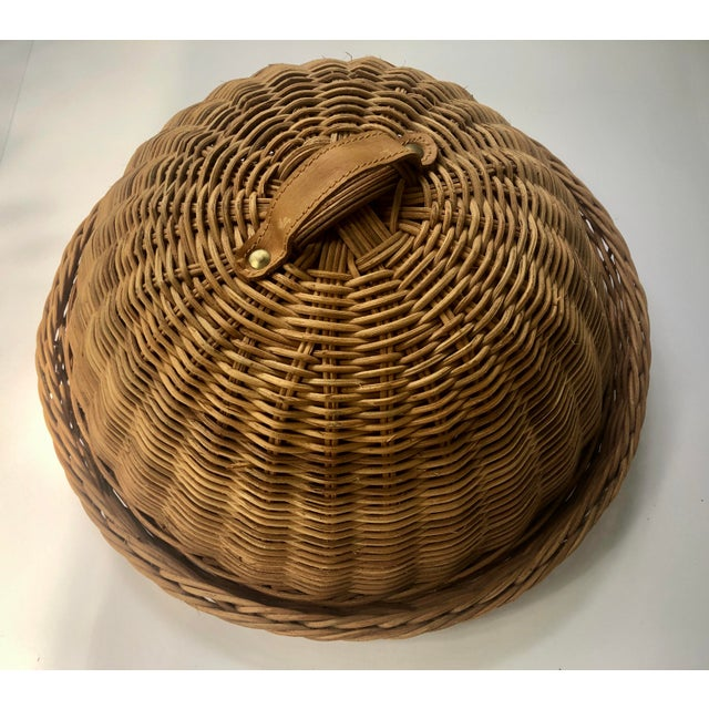 Mid 20th Century Large French Cloche Cheese Bell in Natural Woven Wicker Rattan With Leather Handle For Sale - Image 5 of 13