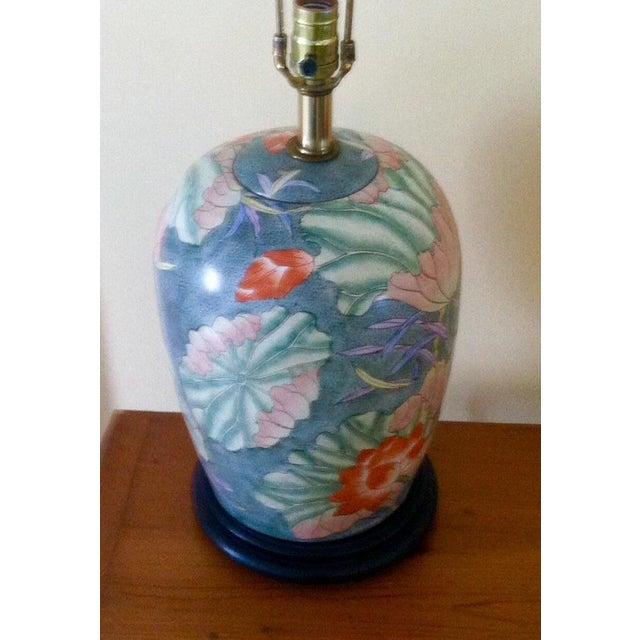 Floral Ginger Jar Lamp With Dark Wood Base - Image 10 of 10