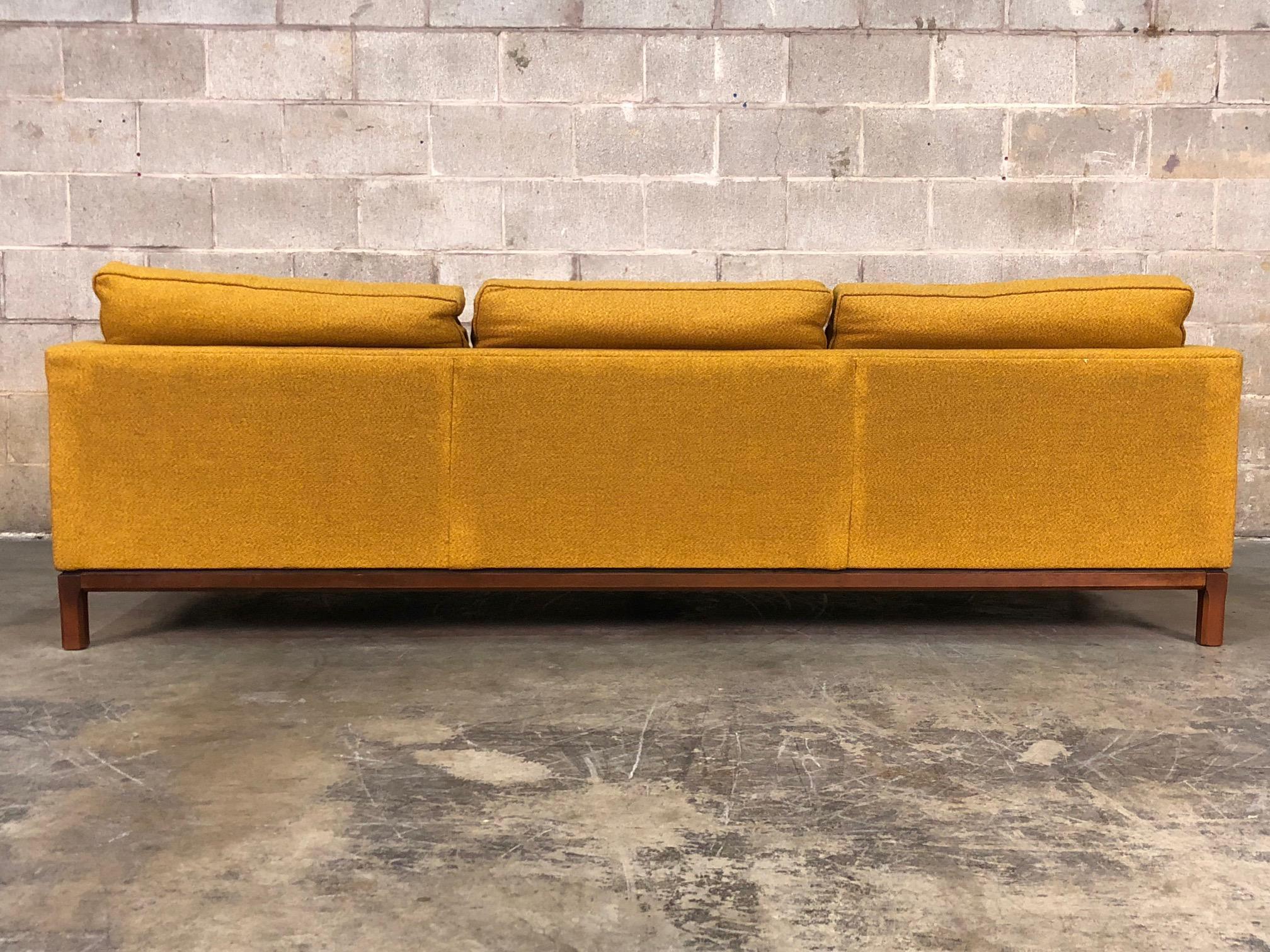 Rowe Gold Tweed Mid Century Modern Sofa For Sale In Saint Louis   Image 6