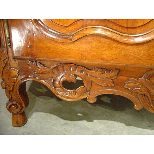 Exquisite 18th Century Walnut Wood Buffet Nimoise For Sale In Dallas - Image 6 of 11