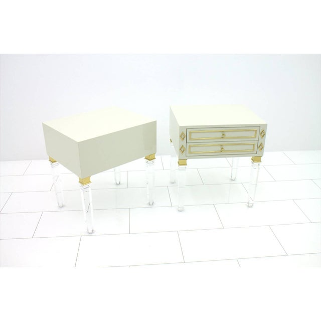 Hollywood Regency Pair of Nightstands, Lucite, Wood and Brass, 1970s For Sale - Image 3 of 9