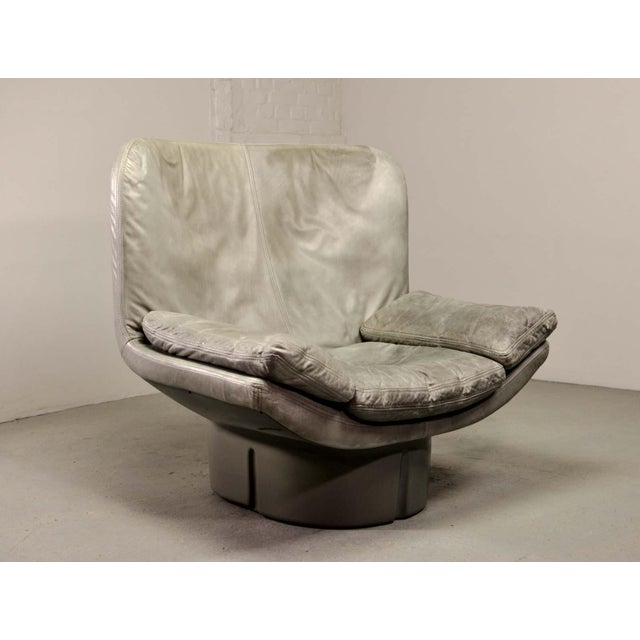 Eye-Catching Mid-Century Italian Design Grey Leather Lounge Chair by Ammanati & Vitello, 1970s For Sale - Image 10 of 12