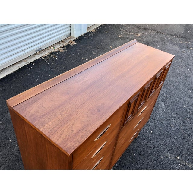 Broyhill Mid Century Broyhill Sculptra Magna Chest For Sale - Image 4 of 13
