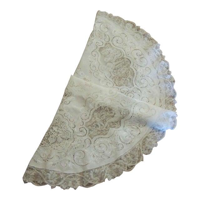 Antique Round Figural Needle Lace Point De Venise Tablecloth With Cherubs For Sale