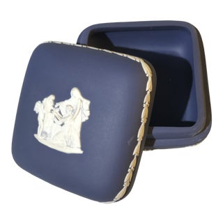 1970s English Traditional Midnight Blue Wedgwood Porcelain Bisque Lidded Trinket Box For Sale