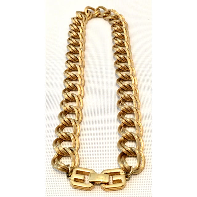 """Gold 20th Century Givenchy Gold """"Gg"""" Logo Double Chain Link Choker Necklace For Sale - Image 7 of 7"""