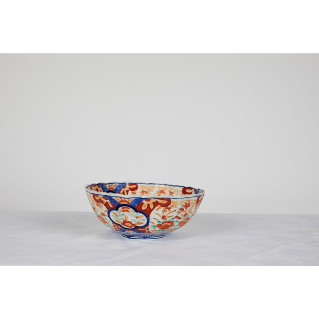 Early 20th Century Early 20th Century Japanese Imari Scalloped Bowl For Sale - Image 5 of 11