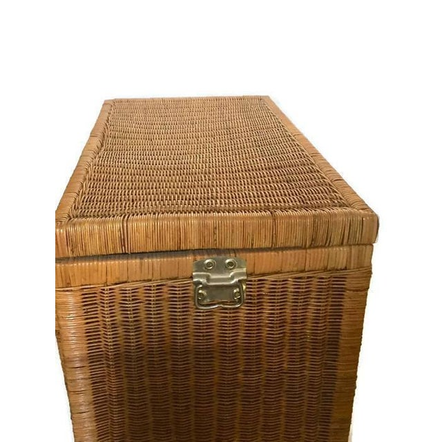 "1970s Mid Century Modern Rattan Trunk Blanket Chest Brass Hardware 36"" For Sale - Image 5 of 10"