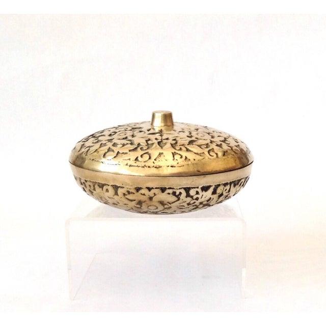 1980s Korean Etched Lidded Brass Bowl For Sale - Image 5 of 5