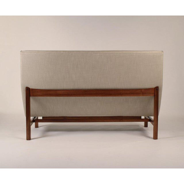 Mid-Century Modern 1960s Jens Risom Walnut Cradled Settee For Sale - Image 3 of 6