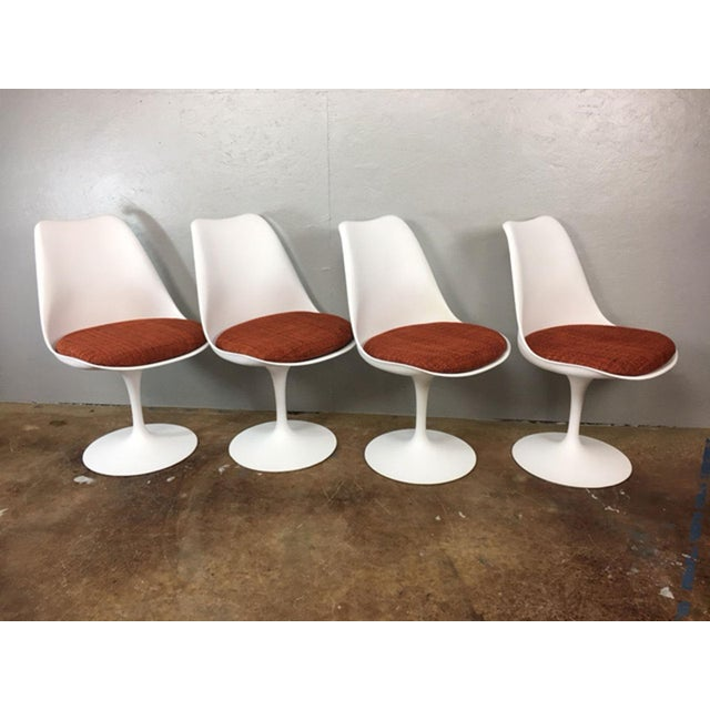 Knoll Eero Saarinen Tulip Dining Table & 4 Tulip Chairs Set For Sale - Image 4 of 11