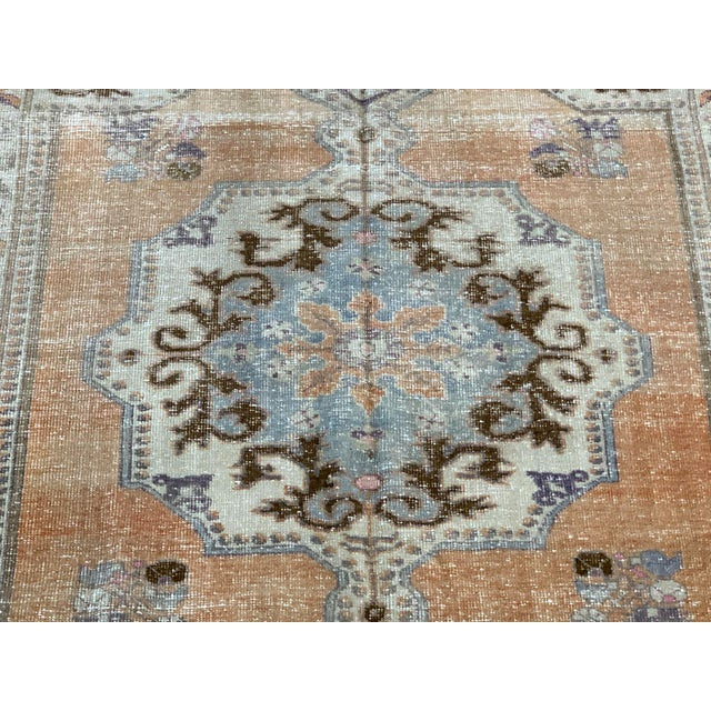 """Vintage Turkish Oushack in warm and unique colors, hand knotted, 100% Wool, Circa 1960 in size of 4'4""""x7'5"""""""